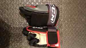 Brand new  CCM kids hockey equipments size youth L age7-9