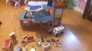 Caserne de pompier en bois avec accessoires