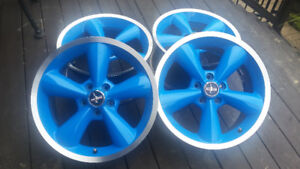 4 mags 18 po.mustangs 18x8.5J x50mm bolt patther 5x114.4 avec in