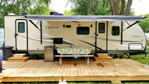 Roulotte Forest River ``FREEDOM EXPRESS 28SE`` 31 pieds
