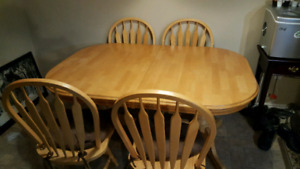 Butterfly table with 4 swivel chairs