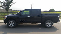 2006 Nissan Titan SE Crew Cab - Low Mileage, One Owner.