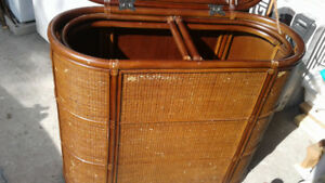 VINTAGE Beautiful wicker and wood basket.