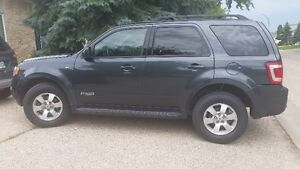 2008 Ford Escape Limited SUV, 4WD only 136000 kms