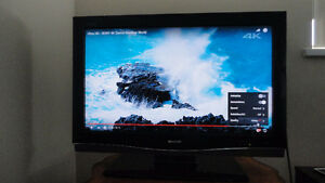 SHARP AQUOS 32 INCH LCD TV IN GREAT CONDITION