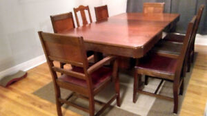 Great Wood Dining Table + 8 Chair Set!