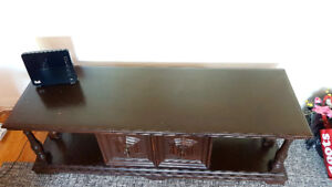 Long wood TV stand in very good condition for sale for only $70