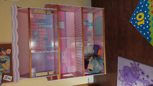 Girls Large Doll House For Sale.