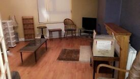 To Let Studio Flat Above Shop Ready To Move In!