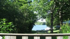3 bdr lakeside cottage 20 min from Kingston