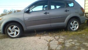 2003 Pontiac Vibe all wheel drive Hatchback