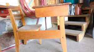 Antique childrens school desk Kitchener / Waterloo Kitchener Area image 6