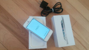 iPhone 5 - 16Gb Like New with TELUS