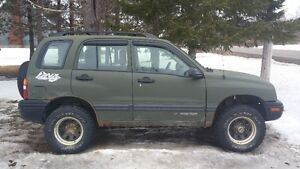 2002 Chevrolet Tracker with 2001 for parts