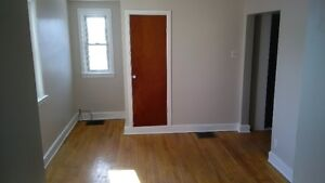 Cardinal - Large, Bright 1 Bedroom Apartment