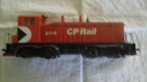 ho train cars, track layout and accessories