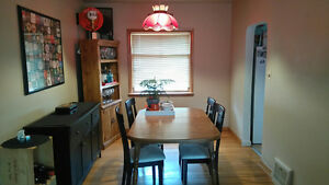 Looking for roomate. Main floor in a great location. By U of C