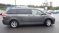 2012 Toyota Sienna LE 8 seater with back up camera!