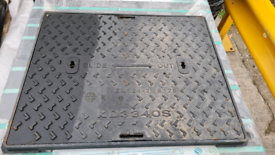 Cast iron manhole lid drain