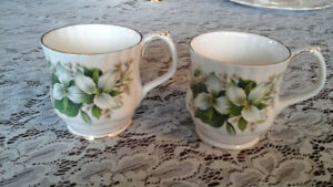 FINE BONE CHINA MUGS, TRILLIUM, ROYAL ALBERT