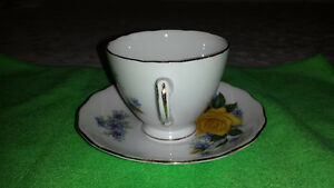 Royal Vale Single Yellow Rose Bone China Cup & Saucer Cambridge Kitchener Area image 3