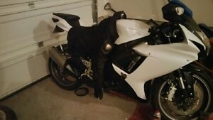 2013 GSXR like new Low kms. Must go.