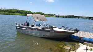 Tracker fishing boat -2005-fishhfinders, downriggers...