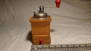 Antique Coffee Grinder collection 4 pieces West Island Greater Montréal image 6