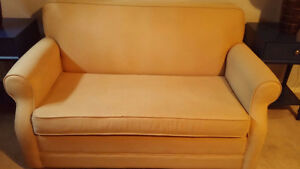 Bed Chesterfield - $125