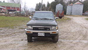 1990 Sr5 Toyota Pickup with 1989 3.4 5vzfe swapped parts truck