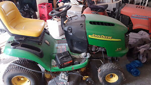 2005 John Deere riding lawnmower
