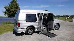 REDUCED*2006 FORD EXPLORER LIMITED SE WHEELCHAIR ACCESSIBLE VAN Cornwall Ontario image 3
