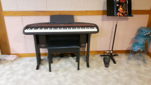 ELECTRIC PIANO & BENCH