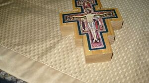 VINTAGE BEAUTIFUL HAND CRAFTED & SIGNED WOODEN CRUCIFIX AAA+ Kitchener / Waterloo Kitchener Area image 2