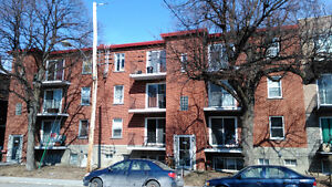 4-1/2 $860 METRO FABRE,NOUVEAU RENOVATION,PARKING$10