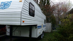 Fifth Wheel Fleetwood Prowler 21'