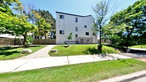 Spacious 4Bed Townhouse for SALE for $395,000!! - Prime Oakville