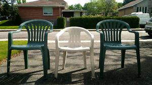 Resin Patio Chair/ Fauteuil en treillis