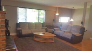 UPPER HOUSE IN SIDNEY! PET Considered!