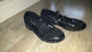 Shoes - women's Skechers