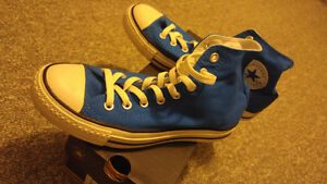 Almost new condition, blue size 7 Converse chuck high top