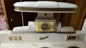 Vintage acme stove with original salt & pepper shakers Cambridge Kitchener Area image 2