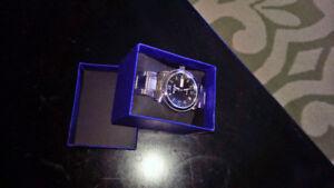 Cadeau IDÉAL pour les fêtes : Très belle montre NEUVE