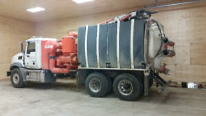 2014 Mack Hydrovac - LOW HOURS