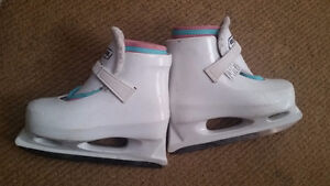 Bauer Girl skate - Size Y 10-11 $20  Age 3 – 5 years  ***