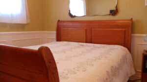 Solid Oak Queen Sleigh Bed