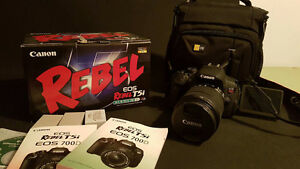 Canon T5i avec lentille 18-135mm IS et 3 batteries + sac transpo