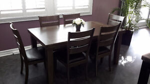 Beautiful modern dinning room table with 6 chairs Peterborough Peterborough Area image 1