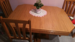 ***Nice oak table/chair set Perfect condition $300 OBO***