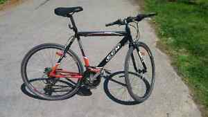 "Bicycle road bike CCM Presto 22"" frame 700c weels"
